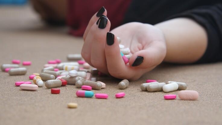 Смертельное отравление таблетками в школе: эксперт объяснил, как обезопасить детей