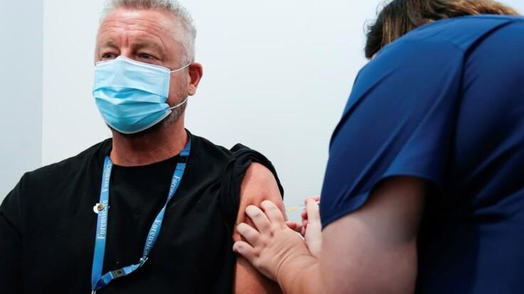 Индийская вакцина в Украине: эксперт рассказал, кто первым ее получит